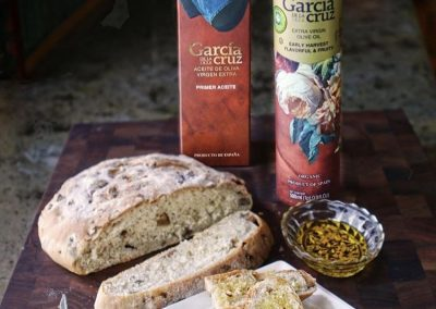 CHESTNUT, SHALLOT & SAGE BREAD WITH EVOO SAGE DIP